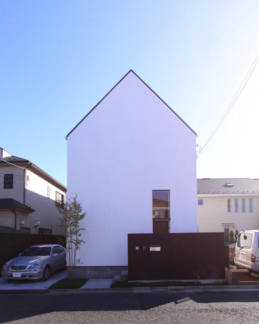 オウチ12・木箱の入った家 (シンプルな切妻デザインの外観)