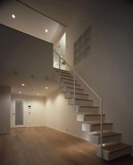 二葉アパートメント (リビング・階段)
