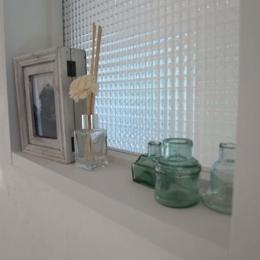 珪藻土&チェカーガラス (リビング(飾り窓))