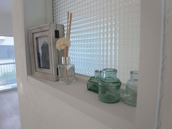 珪藻土&チェカーガラスの写真 リビング(飾り窓)