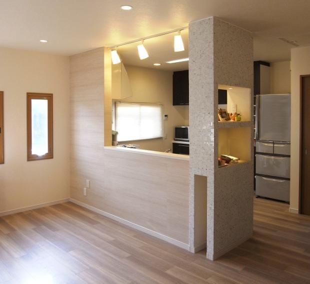 セミオープンキッチンと造作家具 (キッチン)