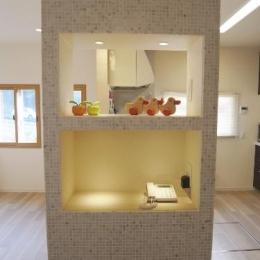 セミオープンキッチンと造作家具 (造作棚)