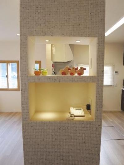 造作棚 (セミオープンキッチンと造作家具)