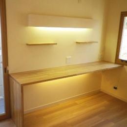 セミオープンキッチンと造作家具 (造作デスク)