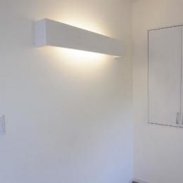 セミオープンキッチンと造作家具 (造作照明)