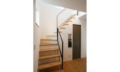 ナチュラルシックに暮らす家 (階段)