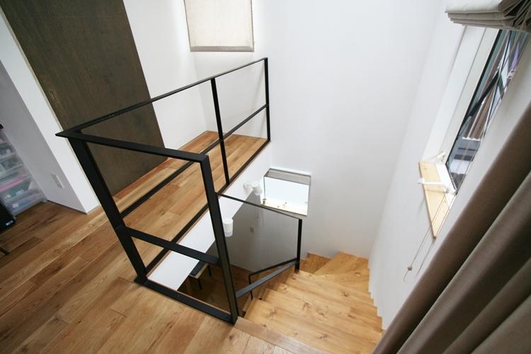 ナチュラルシックに暮らす家の写真 階段