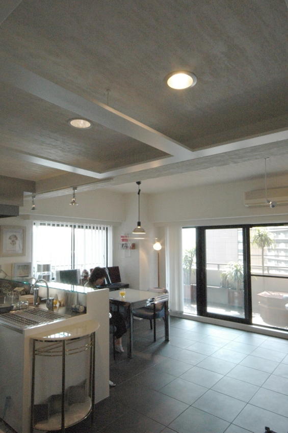 明るい浴室を作ったマンションリノベの写真 キッチンとダイニング