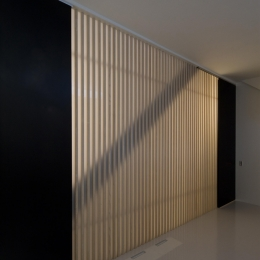 愛犬と暮らす家 地下室のあるOUCHI-13 (光ルーバーのある地下の寝室)