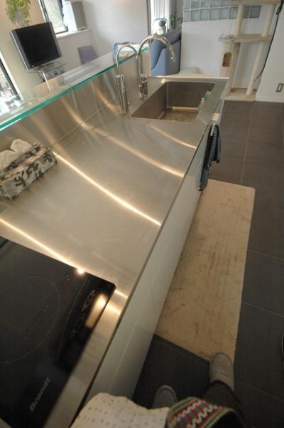 明るい浴室を作ったマンションリノベ (オリジナルで作ったキッチン)