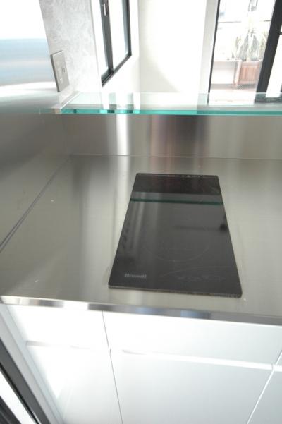 シンプルなIHヒーター (明るい浴室を作ったマンションリノベ)