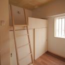 家具で仕切りをつくったマンションリノベの写真 ハイベッド式の子どもスペース1