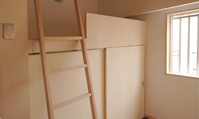 家具で仕切りをつくったマンションリノベ (ハイベッド式の子どもスペース1)