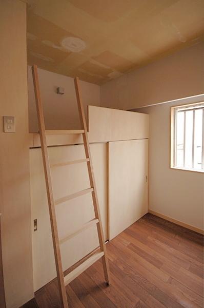 家具で仕切りをつくったマンションリノベの部屋 ハイベッド式の子どもスペース1