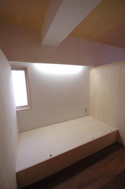 中央の子どもスペース2 (家具で仕切りをつくったマンションリノベ)