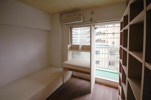 家具で仕切りをつくったマンションリノベの部屋 バルコニー側の子どもスペース3