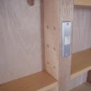 家具で仕切りをつくったマンションリノベの写真 造作家具に組込んだスイッチ