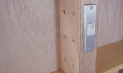 家具で仕切りをつくったマンションリノベ (造作家具に組込んだスイッチ)
