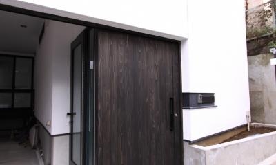 愛犬と暮らす家 地下室のあるOUCHI-13 (アプローチ・スライド式玄関ドア)