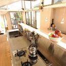 空とともに暮らす家の写真 ステンレス製のキッチン
