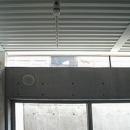 空とともに暮らす家の写真 地階の天井と壁の上部
