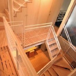 空とともに暮らす家 (階段室)