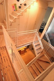 空とともに暮らす家の部屋 階段室