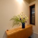 玄関の収納兼飾り棚