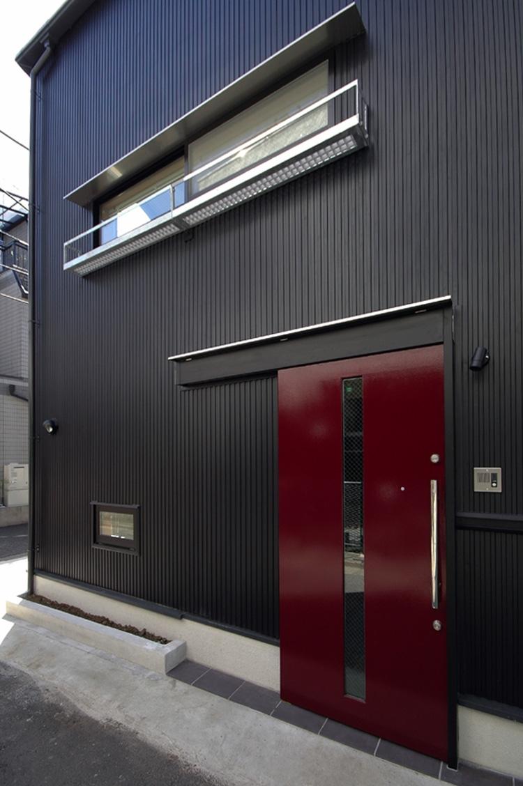 12坪の敷地にたつ3階建て (玄関の引き戸)