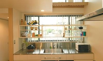2階のキッチン|12坪の敷地にたつ3階建て