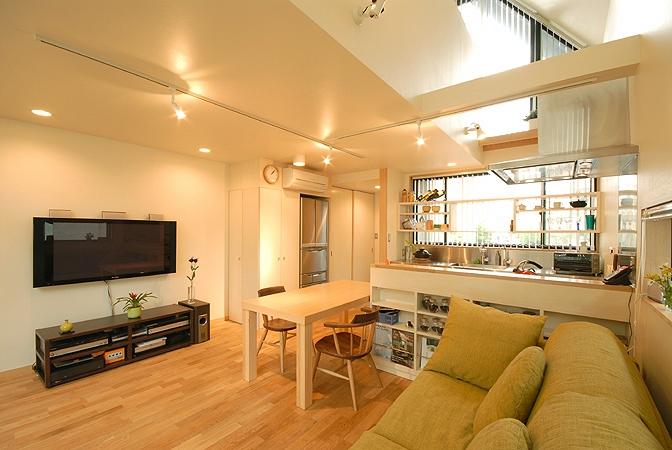 12坪の敷地にたつ3階建ての写真 リビング、ダイニング、キッチン