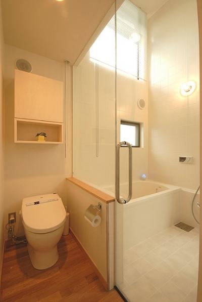 3階のバスルーム (12坪の敷地にたつ3階建て)