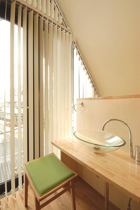 12坪の敷地にたつ3階建ての写真 洗面のスペース