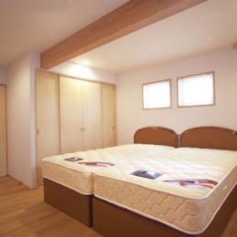 ヒノキの床の心地よい 2階リビング (1階ベッドルーム)