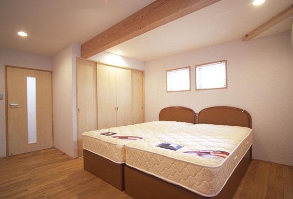 ヒノキの床の心地よい 2階リビングの部屋 1階ベッドルーム