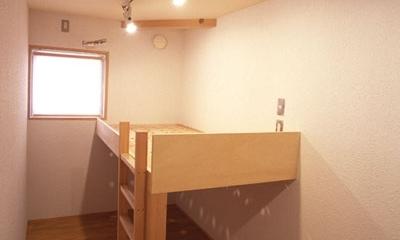 ヒノキの床の心地よい 2階リビング (細長い子ども部屋)