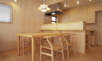 ヒノキの床の心地よい 2階リビング (ダイニングルーム)