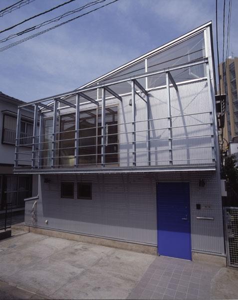 ヒノキの床の心地よい 2階リビング (道路側外観)