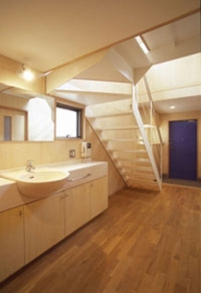 廊下に設置した洗面スペース (ヒノキの床の心地よい 2階リビング)