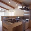 ヒノキの床の心地よい 2階リビングの写真 オリジナルのキッチン