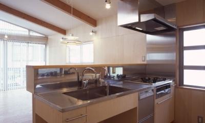 ヒノキの床の心地よい 2階リビング (オリジナルのキッチン)