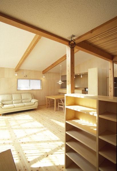 ヒノキの床の心地よい 2階リビングの部屋 リビングの奥にあるPCコーナー