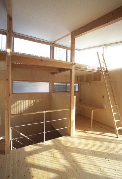 ヒノキの床の心地よい 2階リビングの部屋 リビングから見たPCコーナー