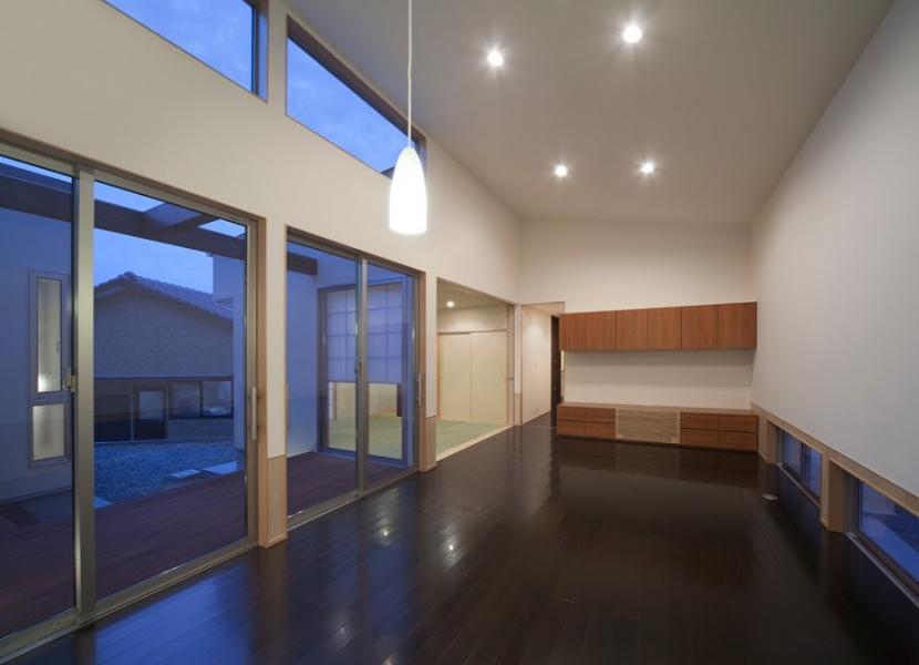 小森橋の家の部屋 リビング・ダイニング(夕景)