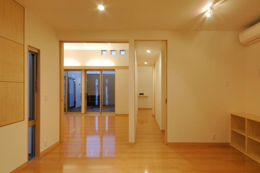 波佐見の家の部屋 洋室よりリビング・廊下