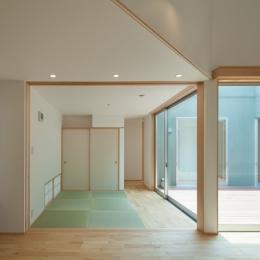 轟木町の家 (リビングから見る和室)