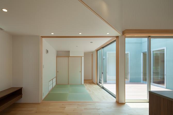轟木町の家の部屋 リビングから見る和室