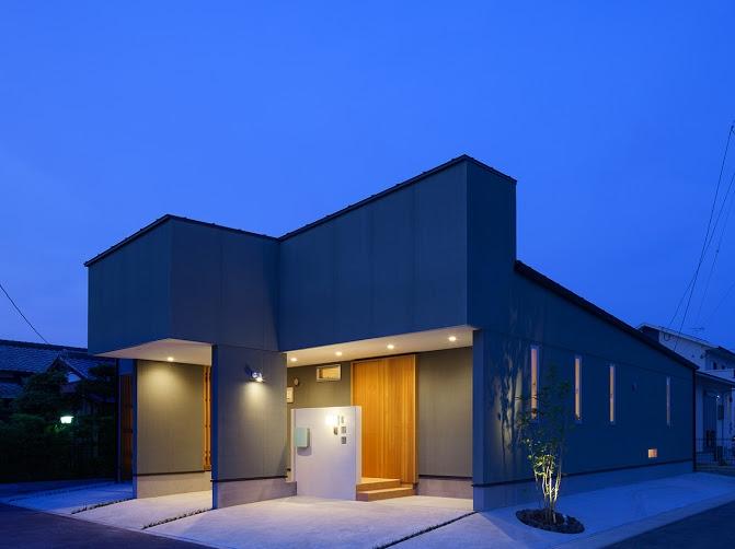 轟木町の家の部屋 外観(夕景)