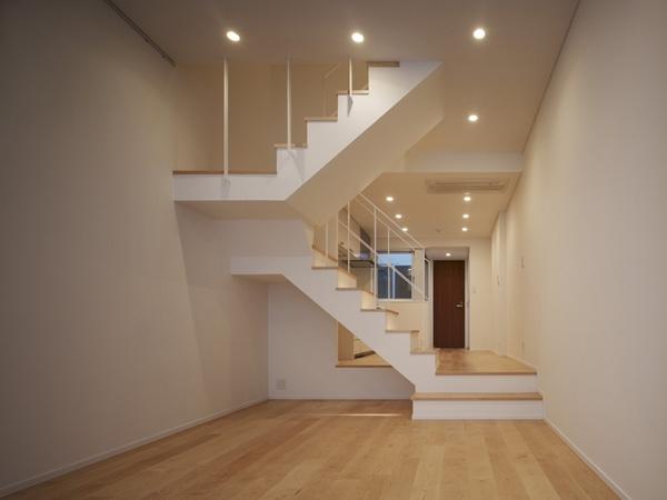 代々木ハウスの写真 リビング・階段 1