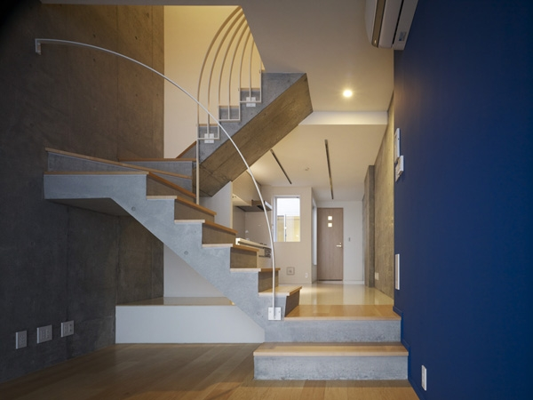 代々木ハウスの写真 リビング・階段 2